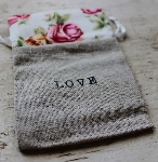 BURLAP JEWELRY POUCH~ROSES