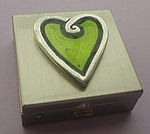 CHARM BOX~PEWTER WITH GREEN HEART
