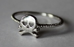 SCULL AND CROSSBONE RING