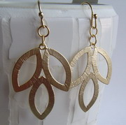 GOLD PLATED 3 LEAF EARRINGS
